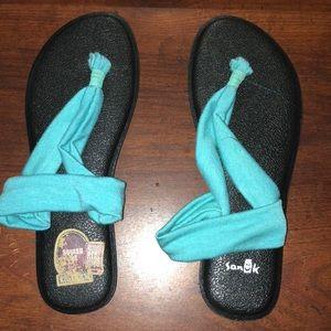 Sanuk yoga mat sandals